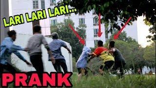 PRANK LARI KOCAR KACIR NGAKAK SO HARD -  Prank Indonesia