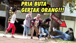 NGAKAK ABIS!!! PRIA BUTA GERTAK ORANG SAMPE JATUH WKWK -Prank Indonesia Nasgul