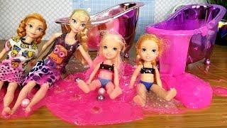 SLIME Bath ! Elsa and Anna toddlers - prank - fun - playdate - joke - party