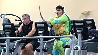 SCREAMING Loudly in the GYM PRANK!