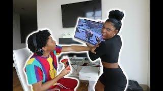ANNOYING MY BOYFRIEND WHILE HE PLAYS FORTNITE (prank!!!)