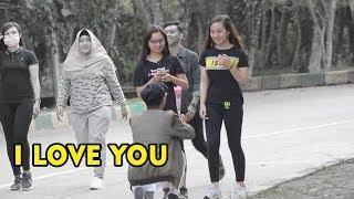 Bilang I LOVE YOU auto baper dan di terima -prank Indonesia -#cupstuwerd