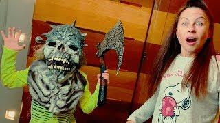 Funny Den prank on mom with Halloween masks for kids
