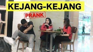PURA-PURA KEJANG-KEJANG DI TEMPAT UMUM - PRANK INDONESIA