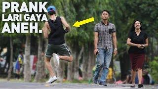 BIKIN NGAKAK! REAKSI ORANG2 LIAT ORANG LARI TAPI GAYANYA ANEH - HAHAHA Prank Indonesia