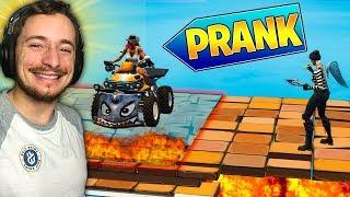 A 6 ANS IL EST IMPOSSIBLE DE LE PRANK sur FORTNITE BATTLE ROYALE !!!