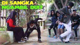 PRANK AMBIL SESUATU DI BAWAH KAKI ORANG - CUPSTUWERD-PRANK INDONESIA