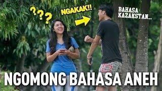 NGOMONG PAKE BAHASA ASING YANG ANEH KE ORANG - SUMPAH NGAKAK!! | Prank Indonesia