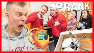 KAVERIT KÄÄNSI KOKO ASUNNON YLÖSALAISIN - PRANK